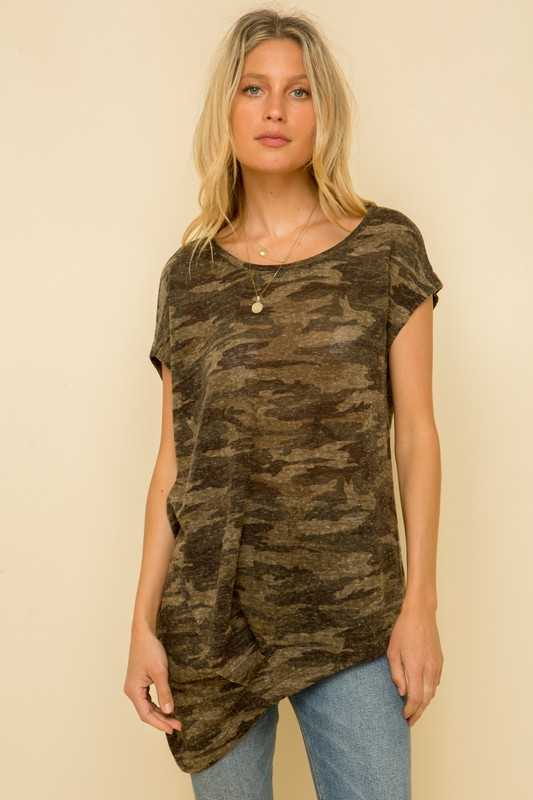 ASYMMETRICAL CAMO PRINT ROUND NECK TOP