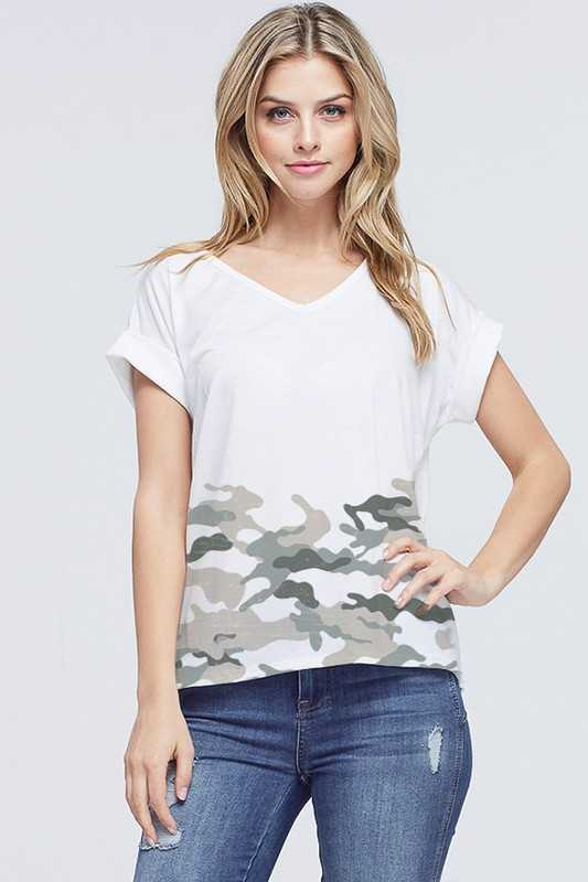 Border camo v neck short sleeve top