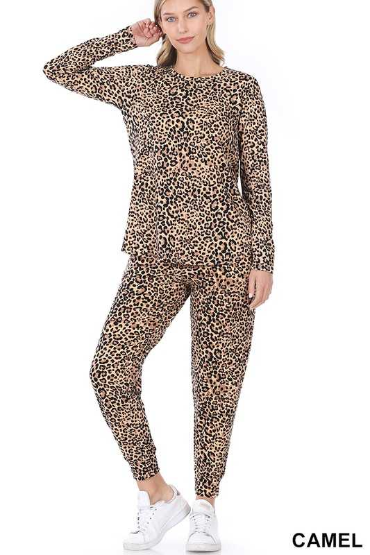 MICROFIBER LEOPARD LONG SLEEVE TOP & JOGGER SET