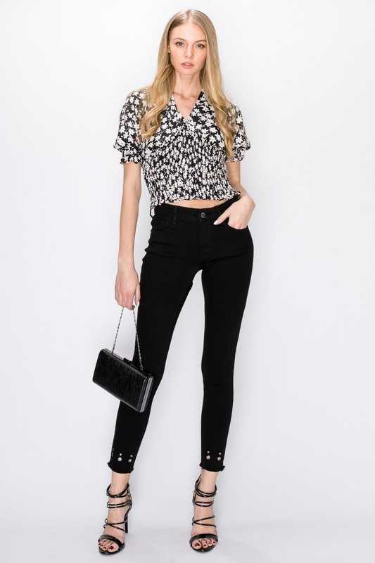 EYELET DETAILED CROP SKINNY