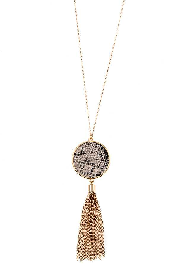 ELONGATED SNAKE PATTERN ROUND TASSEL PENDANT NECKLACE