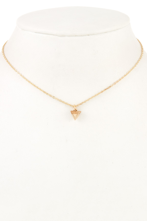 DAINTY TRIANGLE GEM SHORT NECKLACE