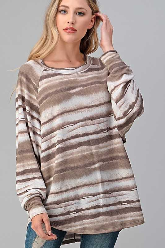 WAVE PATTERNED RAGLAN SLEEVE TOP