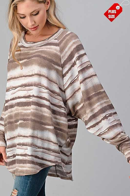 WAVE PATTERNED RAGLAN SLEEVE TOP PLUS