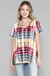 TIE DYE. SHORT SLEEVE TOP WITH CRISS CROSS DETAIL.