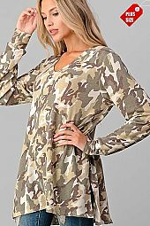 CAMO PRINT  V-NECK SLIT SIDES TOP PLUS