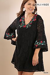 PLUS EMBROIDERY ACCENT LACE DRESS
