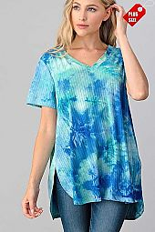 TIE DYE V-NECK SHORT SLEEVE RIBBED TOP PLUS